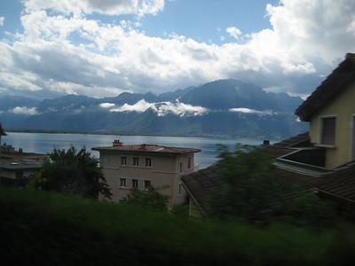 mountains_lake_houses