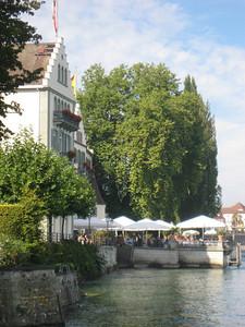 lake_restaurant