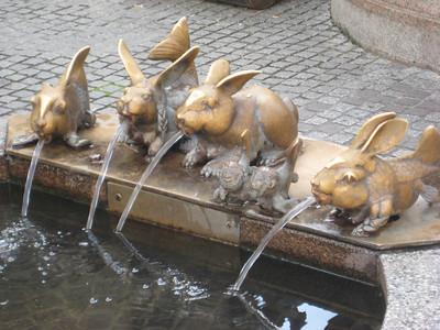 fountain_rabbits
