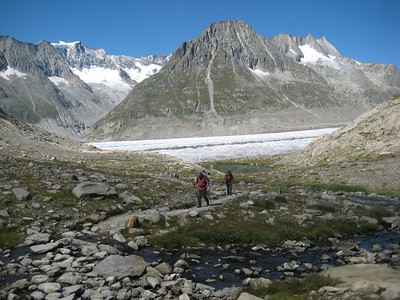 glacier_hikers