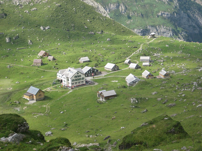 valley_huts