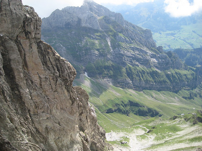 cliffs_mountains_valley