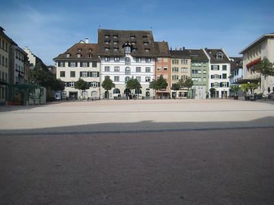 plaza_buildings