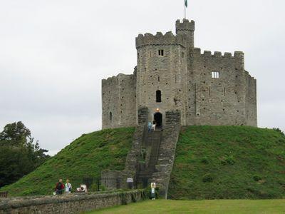 Cardiff_Castle_1
