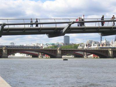 millenium_bridge_view_2