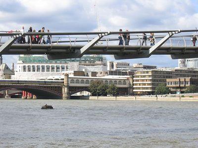 millenium_bridge_view_3
