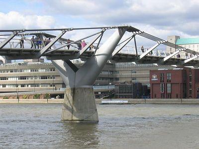 millenium_bridge_view_4