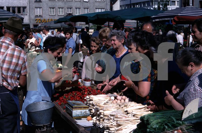 Hanau market 45 21 008 June '70