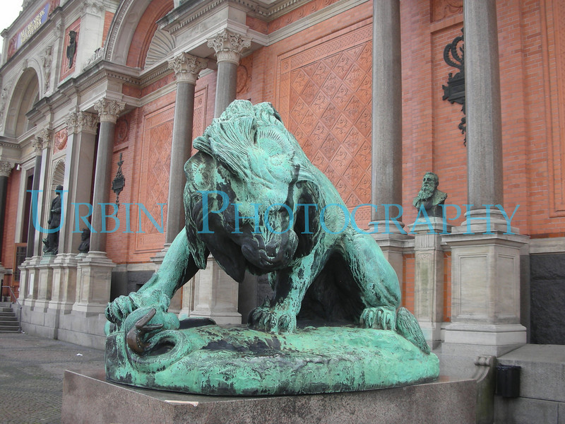 A really cool lion statue outside a museum that I did not get a chance to visit on this trip.