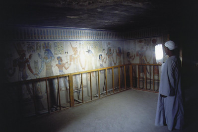 The guide is illuminating the walls of the tomb with board covered with tinfoil. Tomb of Amunhorkepshef, Valley of the Kings, Egypt
