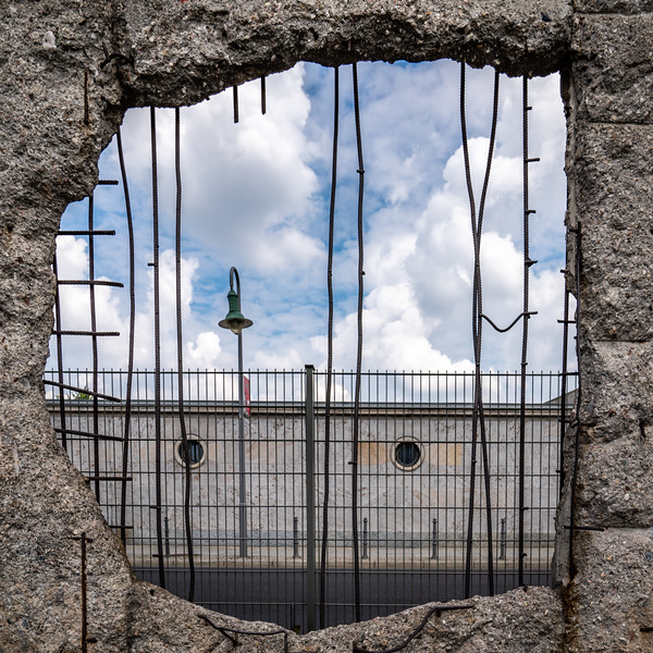 A Hole In The Wall (Berlin)
