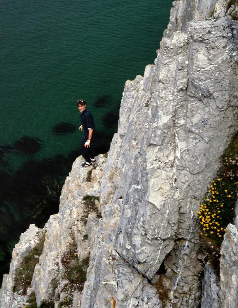 Gary on the cliffs - Pointe de penhir
