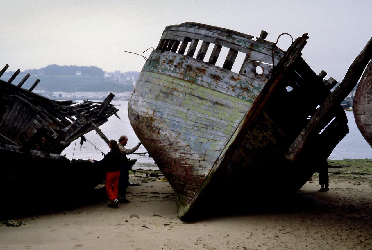 Camaret -Boat grave yard3