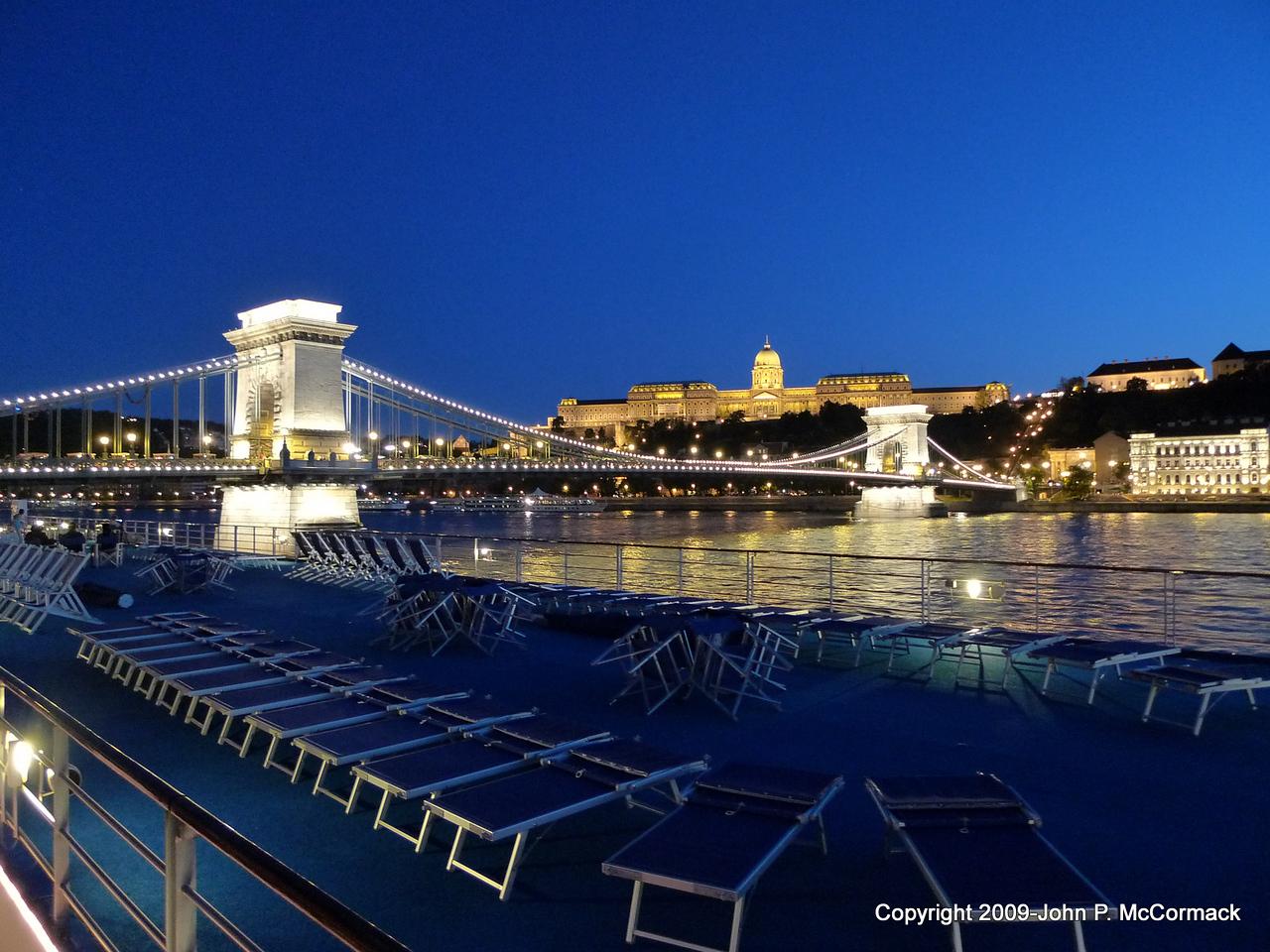Budapest at night, Chain Bridge & Palace