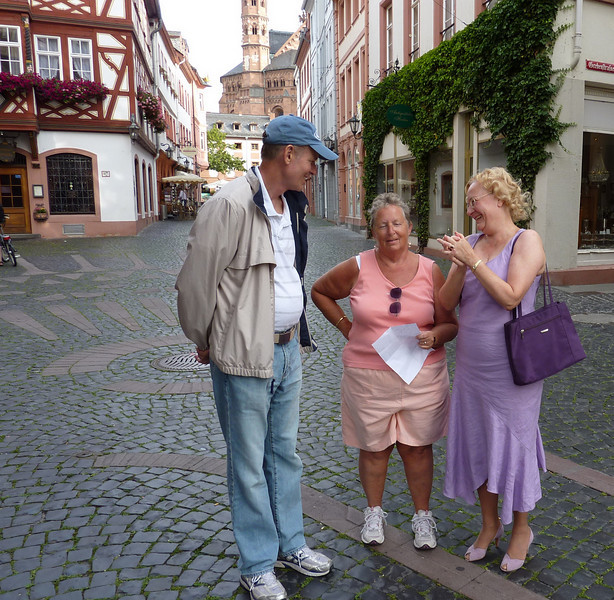 Getting directions in Mainz. Luckily the local person spoke French but little English.