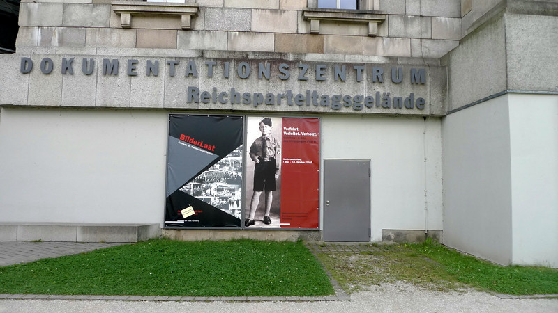 In summer 1998, Nuremberg city issued an architectural competition for the design of a Documentation Centre on the former Nazi Party Rally Grounds. No easy task for the architects – not only did the design brief have to fit the proposed Documentation Centre in the North Wing of the former Nazi Congress Hall. The design also had to find a way of dealing with the intimidating Nazi architecture on the site and the sinister ideas behind the Rally Grounds.
