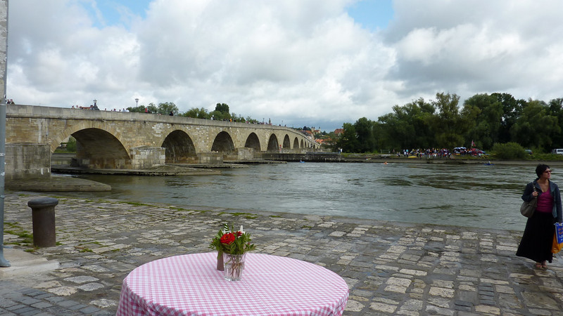 The Stone Bridge, built 1135–1146, is a highlight of medieval bridge building. The knights of the 2nd and 3rd crusade used it to cross the Danube on their way to the Holy Land. There is a great sausage shop at the foot of the bridge!
