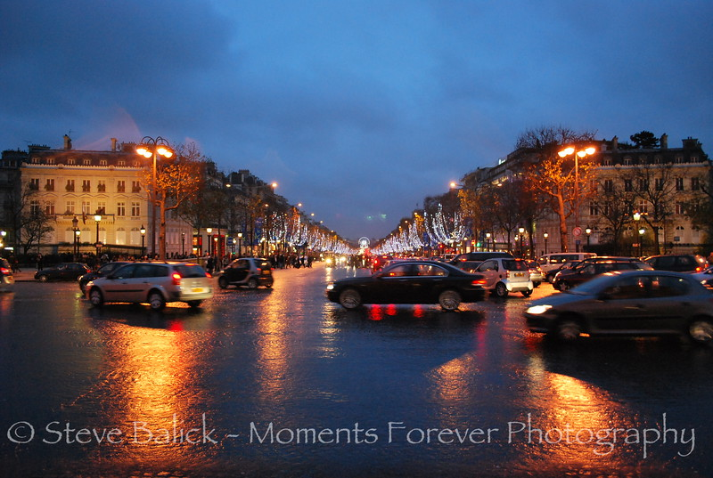La Rue de la Champs D'Elysee illuminated with Christmas lights.