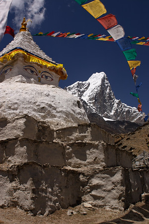 Stupa and prayer flags above Dingboche