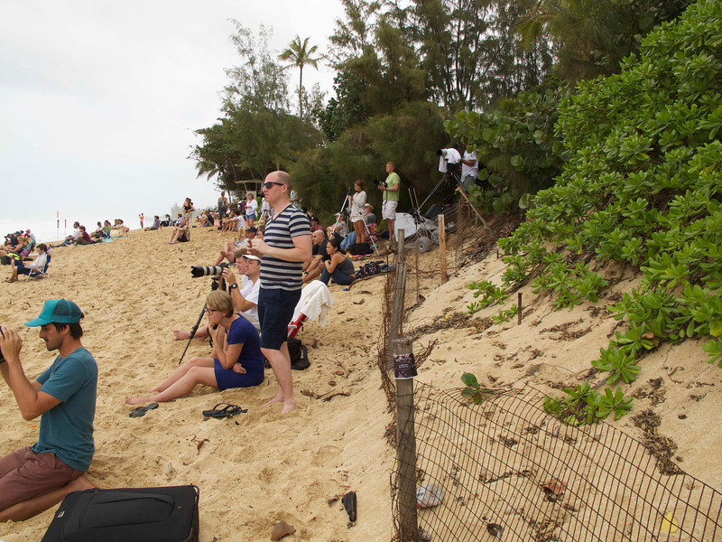 More photographers at the Pipeline.