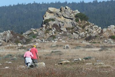 E21G1251 Mike & Jane hiking along the coast.