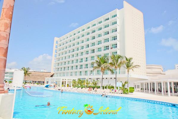 Fantasy Island Cancun 2014- Day 1