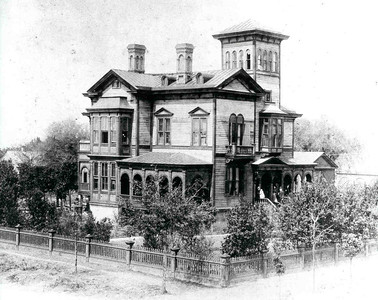 Old Photograph of Fairbanks House found on the web.  Photographic rights uncertain.