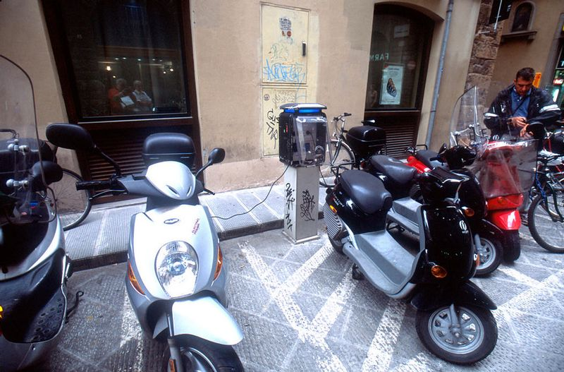 Firenze - electric scooter charging station