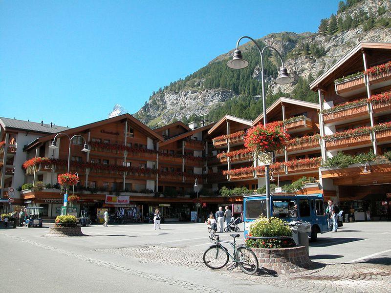 Zermatt, Train Station square