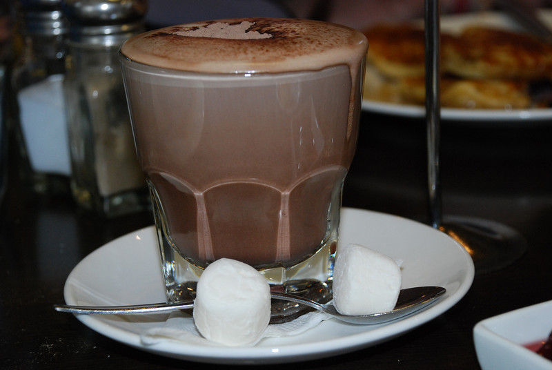 Artful cocoa on our first morning in Auckland.