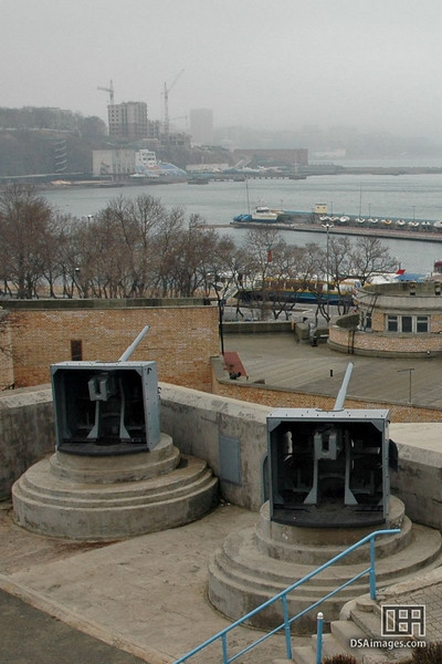Fortress guns which protected the harbour of Vladivostok.