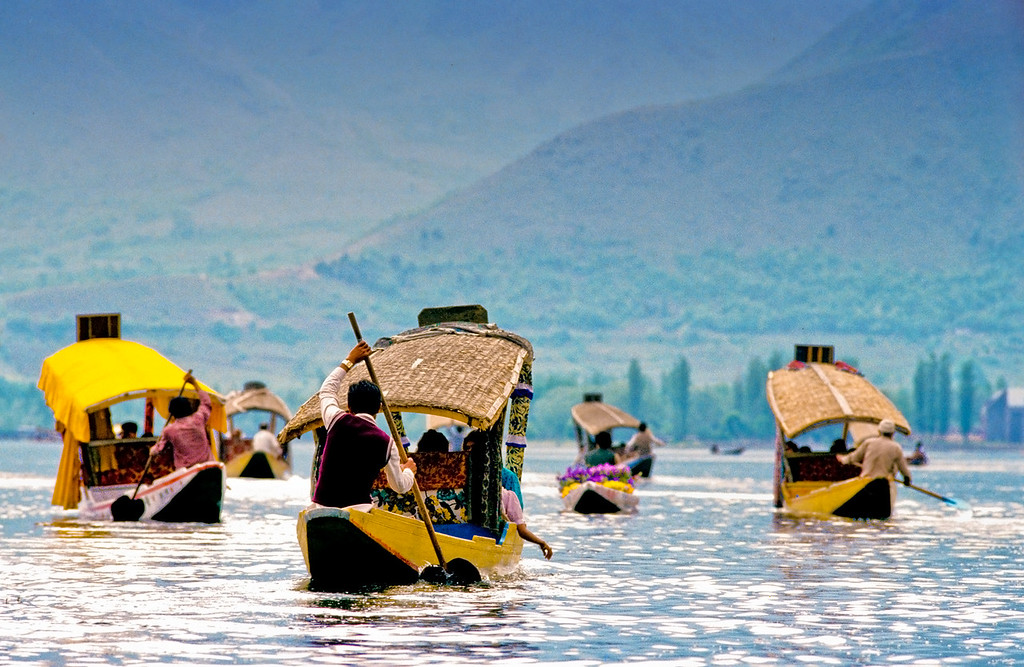 Lake Dal Commute - Srinagar