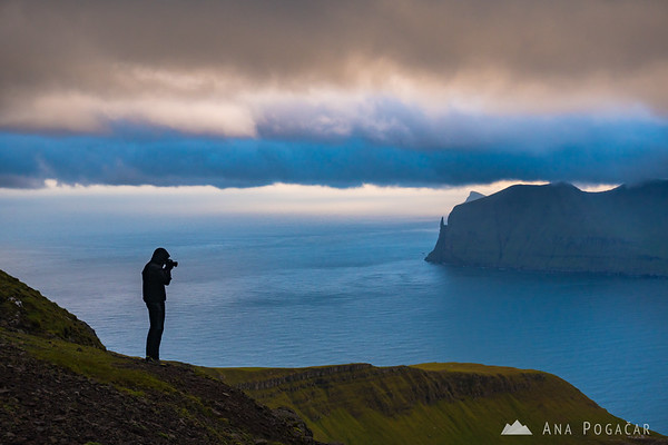 Photographing the dramatic sunset from Sornfelli