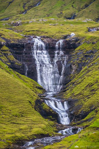 A waterfall in Hósvík