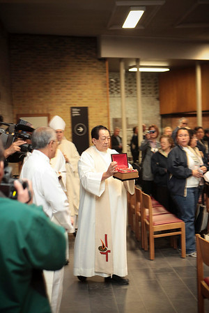 Father Chris Keahi, head of the Sacred Hearts order in Hawai'i, displays a  relic of Father Damien during a Mass at St. Joseph Chapel in Louvain, Belgium on October 5, 2009.