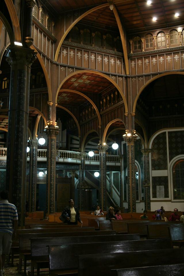 Another view of the interior of the Basilica of Nuestra Se~ora de los Angeles.<br /> <br /> Otra vista de la Basilica de Nuestra Se~ora de los Angeles.