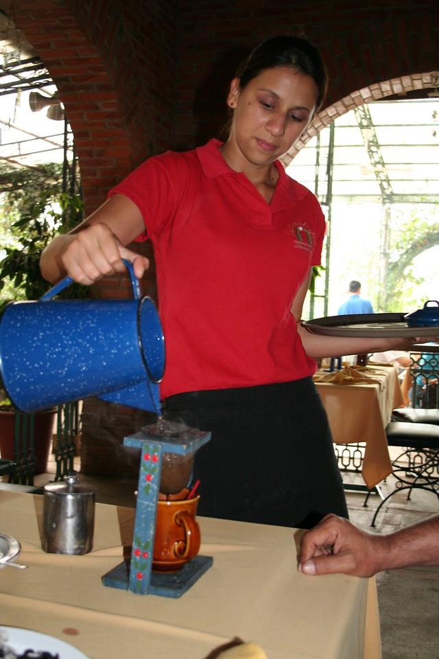 Would you like some 'chorreado' coffee??<br /> <br /> Te sirves un cafecito 'chorreado'?