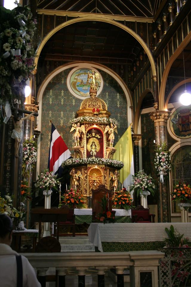 The main altar.<br /> <br /> El altar principal.