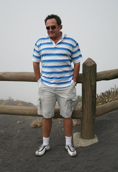 The next day we went to see the Irazu volcano, near the province of Cartago.  It was very cold up there... wasn't it Cesar?<br /> <br /> Al dia siguiente fuimos a ver el volcan Irazu, cerca de la provincia de Cartago.  Estaba muy frio alla arriba no Cesar?