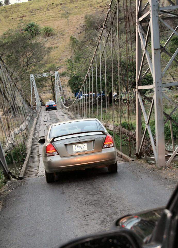Caesar couldn't wait to get on the 'hammock' bridge.<br /> <br /> Cesitar no podia esperar a cruzar el puente 'hamaca'.