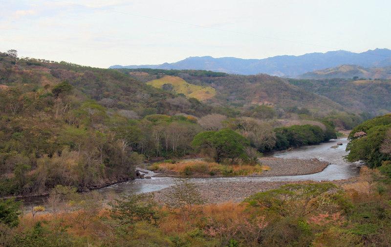 The river down below (seen from the funicular up above).  Our guide told us that is filled with hungry crocodiles... yikes.  <br /> <br /> Este rio pasaba justo debajo del funicular.  Nuestra guia nos dijo que esta lleno de cocodrilos... que meyo.