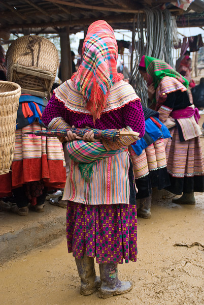Flower Hmong at the Market -0374