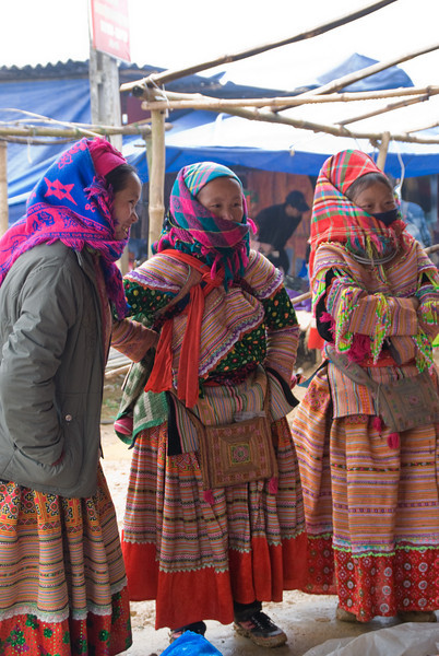 Flower Hmong at the Market -0341