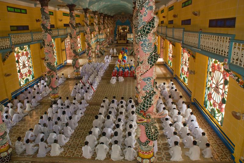 Cao_Dai_Temple-2495