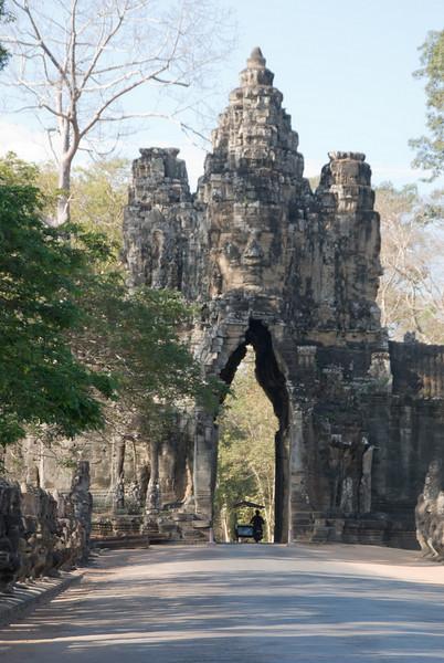 2008_02_25_South_gate_Angkor_Thom-3273