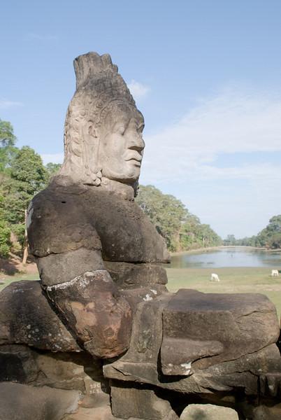 2008_02_25_South_gate_Angkor_Thom-3289