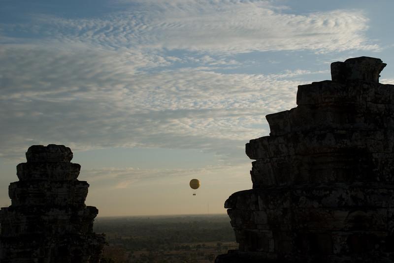 2008_02_25_sunset_at_Phnom_Bahkeng-3374