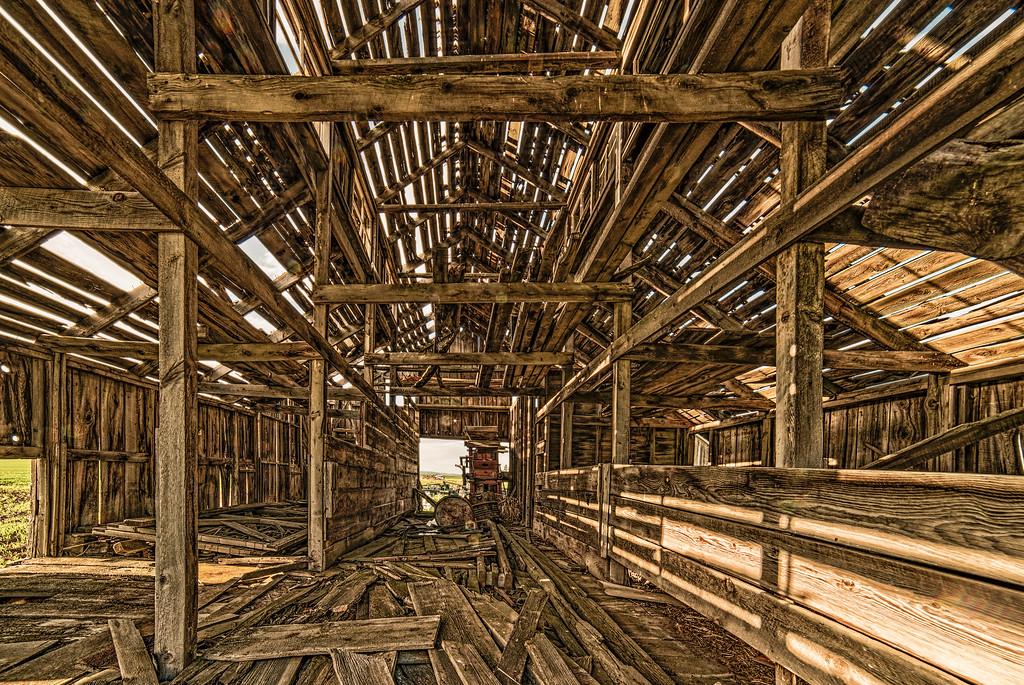 hdr inside the barn