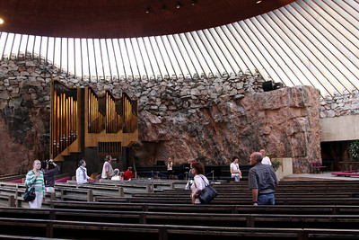 Temppeliaukio Church (The church in the rock) is hewn into rock on Temppelikatu.
