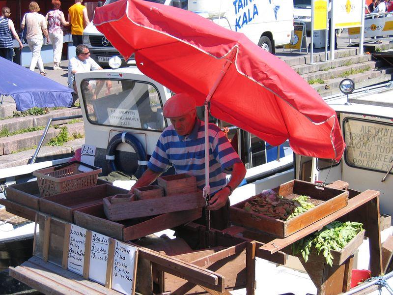 Fish seller at the Kaupatori